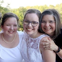 Misty with her mom and sister